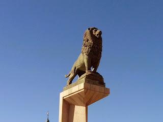 León de bronce Francisco Rallo
