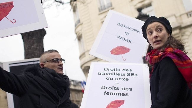 Σε ποινικοποίηση της πορνείας προχωράει η Γαλλία