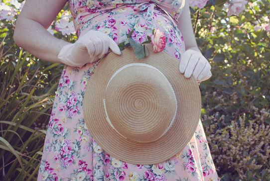 Straw hat, lace, roses and pink gloves add a touch of vintage accent | Lavender & Twill