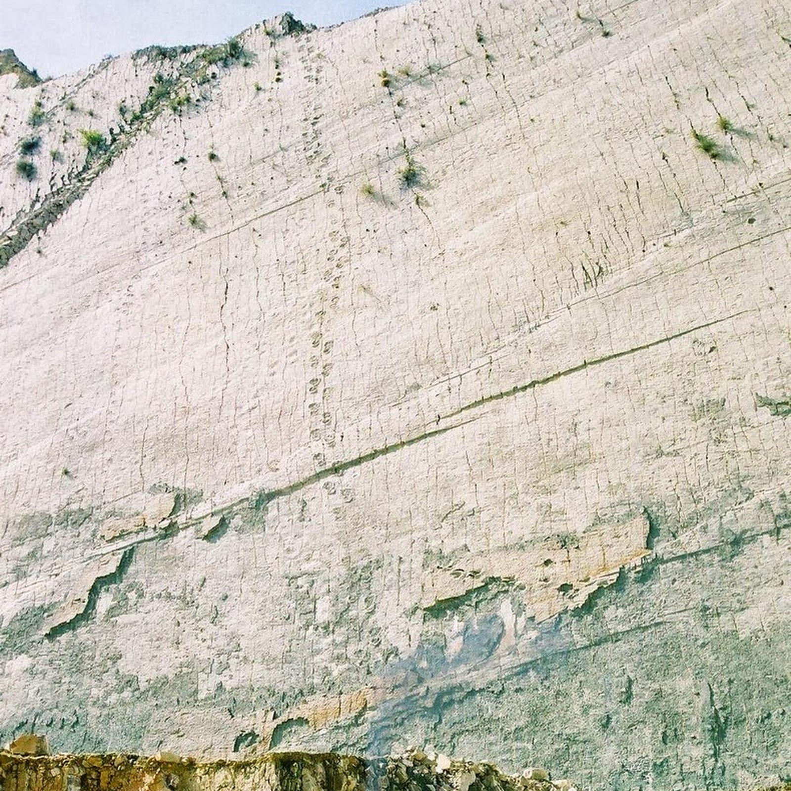 Cal Orcko: A 300 Feet Wall With Over 5,000 Dinosaur Footprints