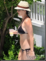 katy-perry-in-a-black-bikini-in-miami-061-675x900