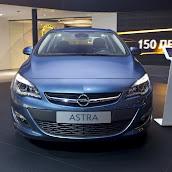 2013-Opel-Astra-Sedan-Moscow-Live-5.jpg