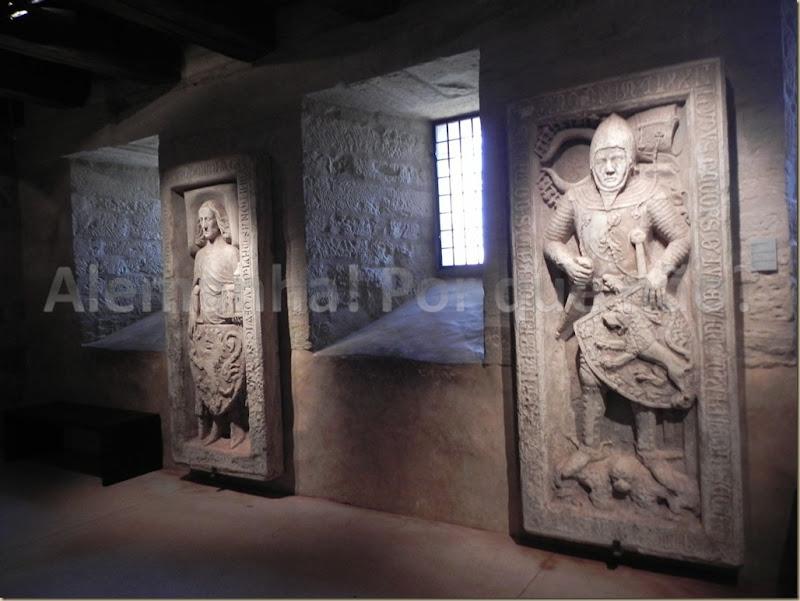 Salão dos Cavaleiros, o primeiro à esquerda é Ludwig, der Springer