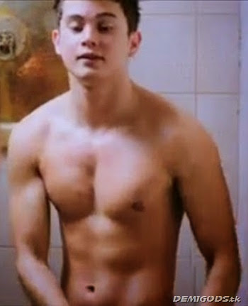 James Reid Shirtless (13)