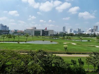 Teren de golf in mijloc de Bangkok