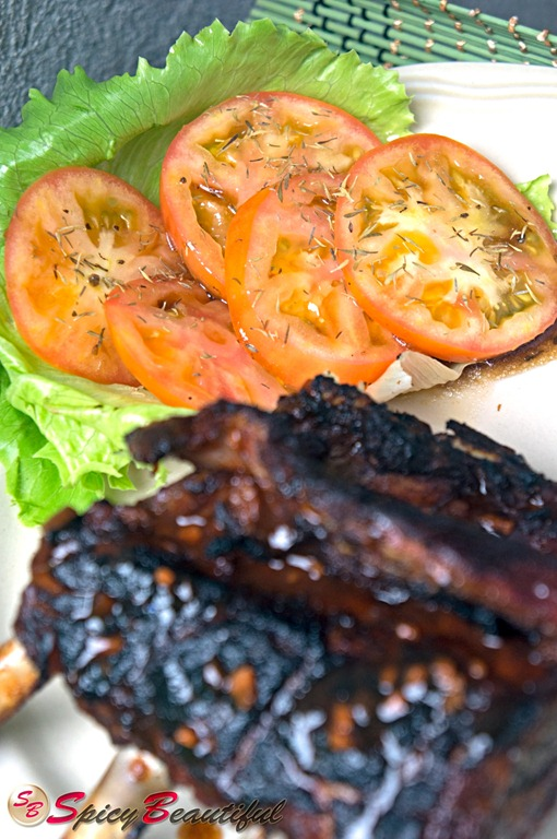 Spicy-Barbecue-Pork-Ribs-with-Tomato-and-Lettuce-Side-Salad