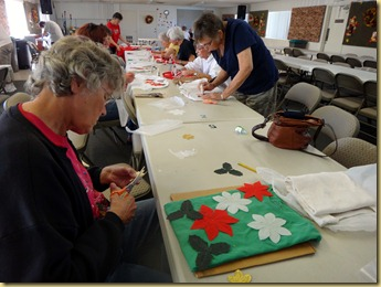 2011-11-21 - AZ, Yuma - Cactus Gardens - Silk Poinsettia Shirt Class (4)