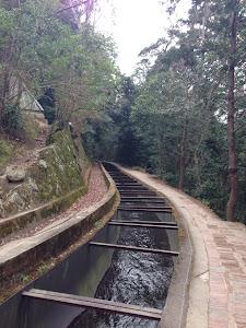 水道橋を流れる疎水