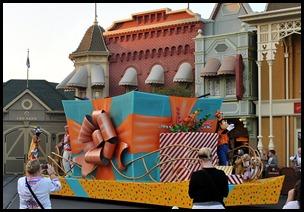 27d - Main Street Parade