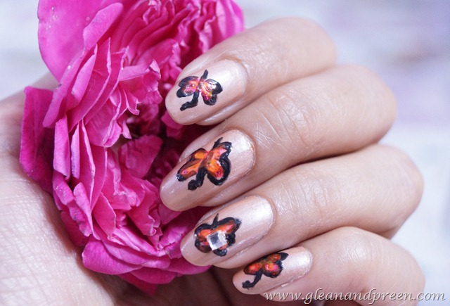 Simple Butteryfly Nail Art