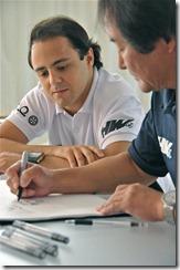 Felipe Massa criando carrinho com design da Hot Wheels
