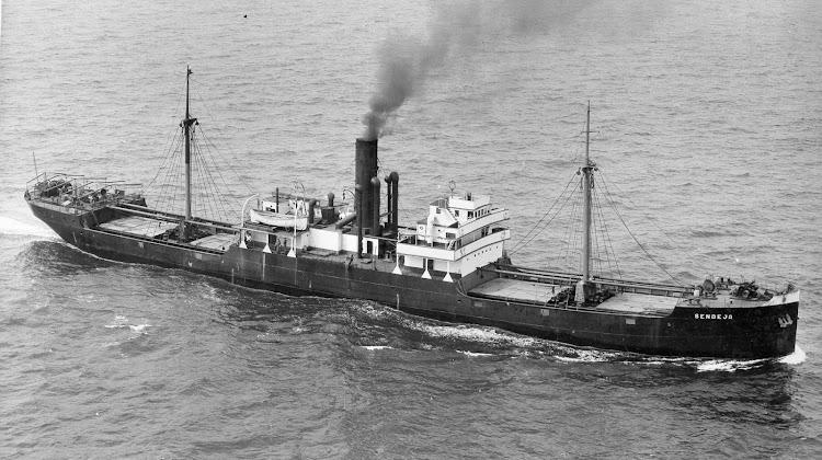 El vapor SENDEJA en navegación. Foto Flickr. Colección Colin Pickett.jpg