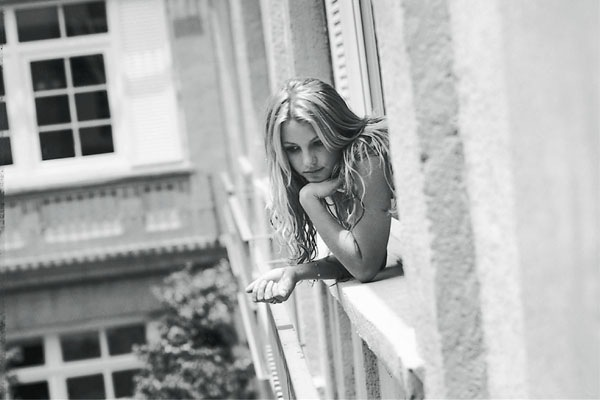 Britney-Spears-Photoshoot-Stages-Janela