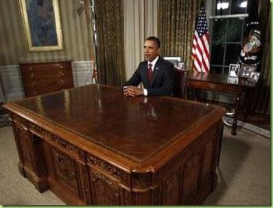Obama_Iraq_speech,_8_31_10_ with very clean desk__1