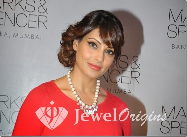 Bipasha_Basu_Stone_Necklace
