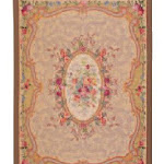 Gobelin w tradycyjnym stylu, na wzór klasycznych dywanów. Może służyć jako dywanik, pled, obrus.