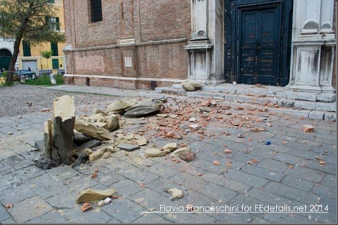 Madonna distrutta davanti alla chiesa di Santa Maria in Vado - Foto di Flavia Franceschini - Madonna destroyed in front of the church of Santa Maria in Vado - Photo of Flavia Franceschini