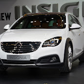 2014-Opel-Insignia-Country-Tourer-02.jpg