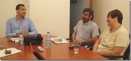 Aldo Lorusso, responsable de la Asociación junto a Juan Pablo de Jesús en la entrega del subsidio