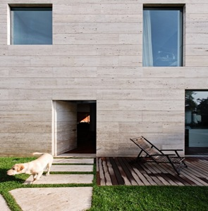 fachada-moderna-Casa-moderna-L02CR-de-ARQX-Architects