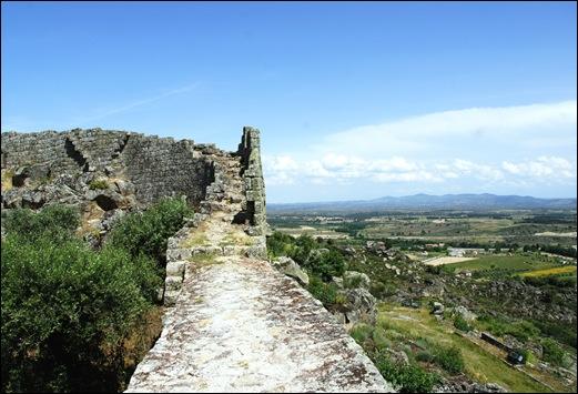 Marialva - Glória Ishizaka - muralha  do castelo 3