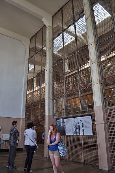 牢房內的圖書館