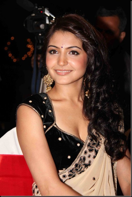 Hot-Anushka-Sharma-05
