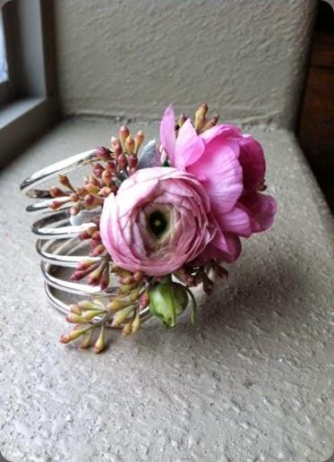 wrist  corsage cuff bracelet di fiori 1185970_10152281903838809_968004797_n