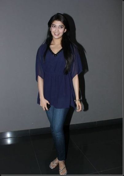 pranitha-spotted-at-hotel-6