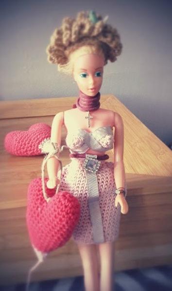 poupée barbie robe au crochet bustier ruban