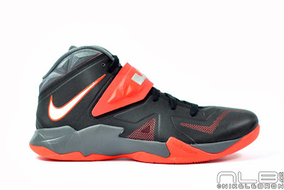 lebrons soldier7 black red 01 web The Showcase: NIKE SOLDIER 7 Miami Heat Away Edition