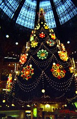 2002.12.28-155.27 sapin des Galeries Lafayette