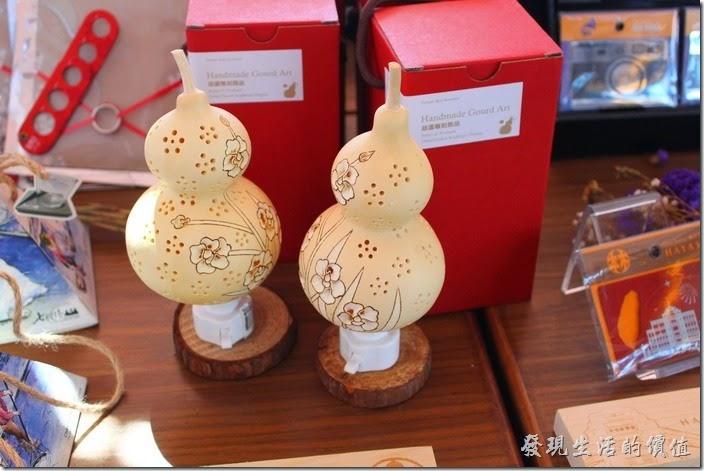 台南林百貨六樓樓梯間的HAYASHI Shop,這葫蘆小夜燈好別緻。