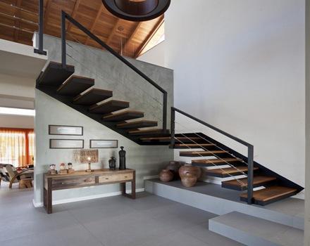 Arquitectura casa ckn giugliani montero arquitectos for Escaleras metalicas con descanso