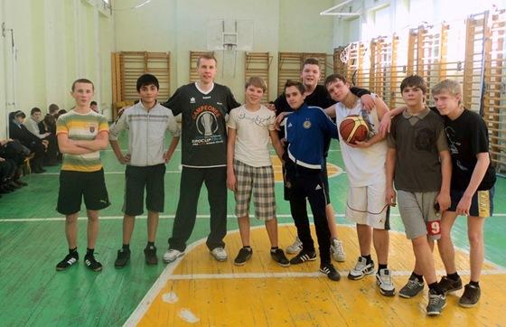 Базелевский и молодые баскетболисты