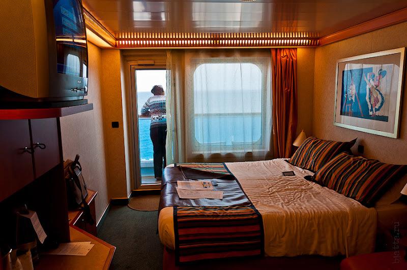 Любуемся отходом Косты Конкордия из порта Берселоны.