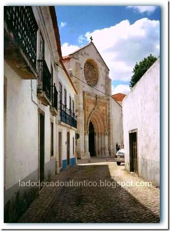 Imagem da igreja onde está enterrado o descobridor do Brasil, no Largo Pedro Álvares Cabral, Santarém, Portugal