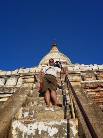 Obiective turistice Myanmar: Urcand pe temple