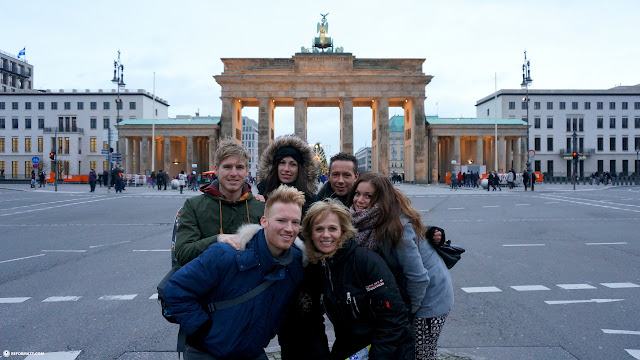 the family in front of the Brandenburger Tor in Berlin, Berlin, Germany