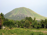Lokon from the outskirts of Tomahon (Andy Dean, September 2009)