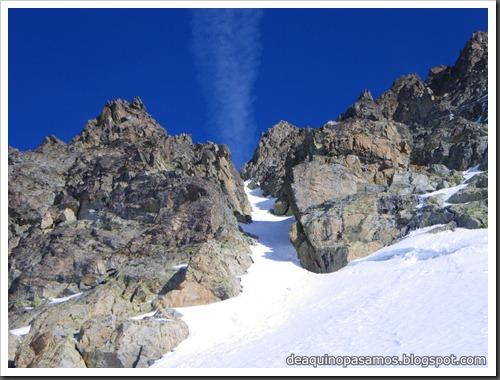 Corredor Noroeste (Izquierda) 300m AD  65º (Pico Serrato 2888m, Pirineos) 7412