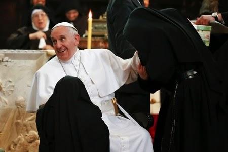 papa e monache