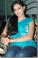 Divya_Padmini_sitting