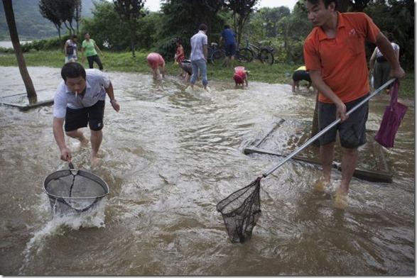 happy-flood-people-1