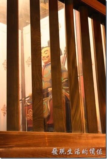 日本北九州-櫛田神社的門旁的哼將軍。