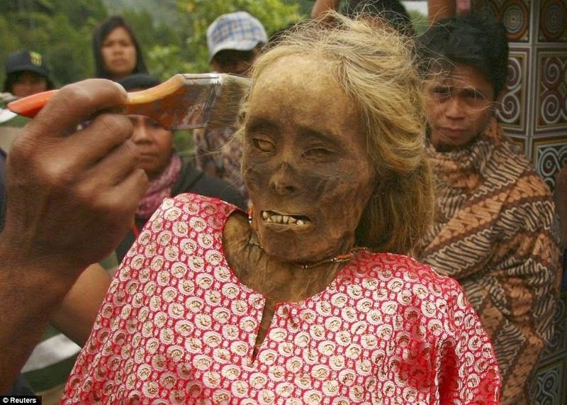 tana-toraja-burials-1
