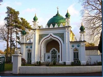 800px-Shah_Jahan_Mosque_TQ0159_214