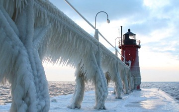 south-haven-michigan-frozen-lighthouse-800x500