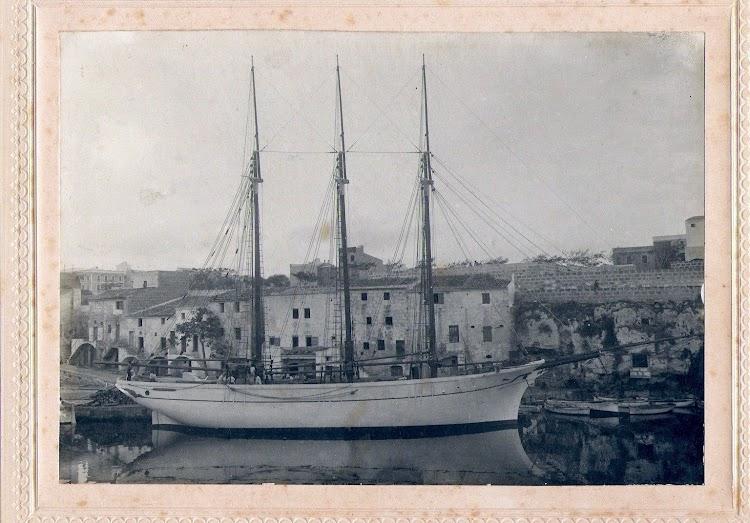 Imagen del MANUEL BONET al final de su construcción. Arxiu Catalina Marqués Monjo. Foto de la web Menorca. Imatges d´en Primer.jpg