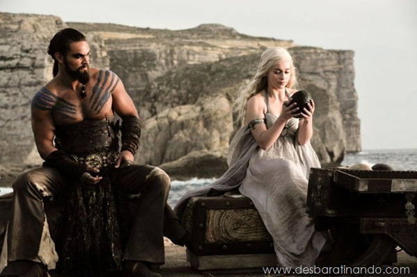 emilia-clarke- Daenerys-Targaryen-linda-sexy-game-of-trhones-guerra-dos-tronos-sexta-proibida-desbaratinando (14)